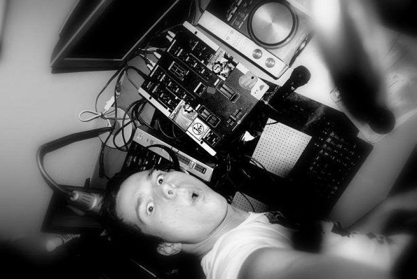 Ariel Kusal aka Frozen @ 7 Urodziny Radia Party [04.12.2011].mp3