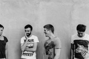 Debiutancki album Fair Weather Friends