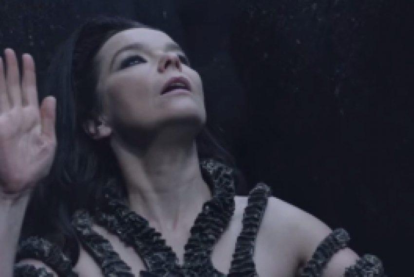 Björk – Black Lake