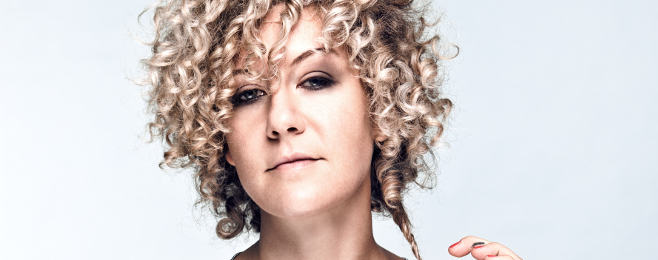 'Cocoon Ibiza' w kobiecych rękach