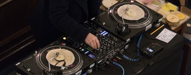 Matthew Herbert zagrał seta z placków… tortilli
