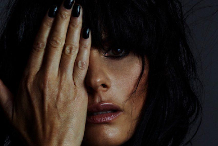 Rebekah zapowiada debiutancki album