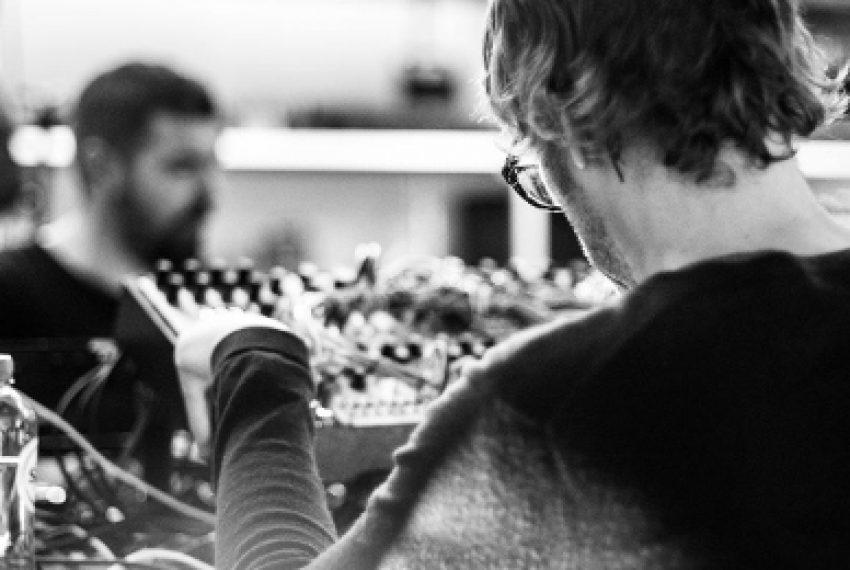 'Żadnych ograniczeń twórczych, czysta improwizacja na żywo' – dwie legendy techno łączą siły!