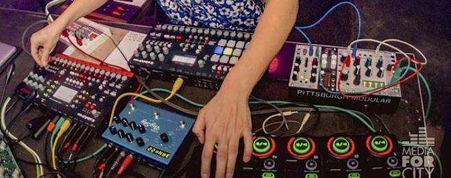 8 utworów spod kobiecych rąk