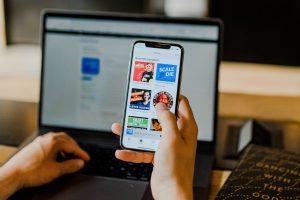 Mniej subskrybentów, większe wypłaty. Apple Music kontra Spotify