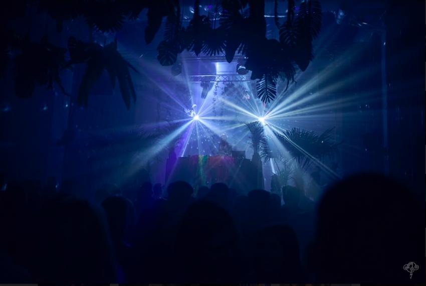 Dżungla, ultrafiolet i elektroniczne dźwięki podczas imprezy Klimat: FLUO w NIEBIE