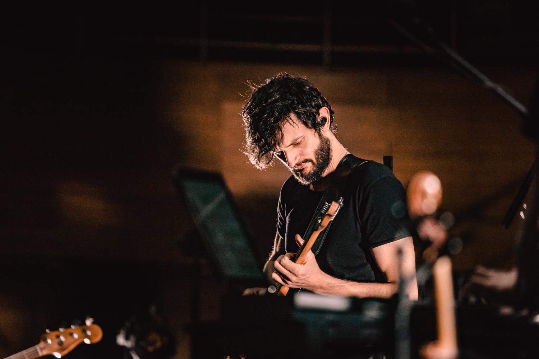 Zaskakujące oblicza elektroniki – Apparat w Narodowym Forum Muzyki, relacja z koncertu