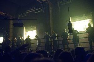 Nowy Jork i Los Angeles zamykają kluby i odwołują imprezy muzyczne