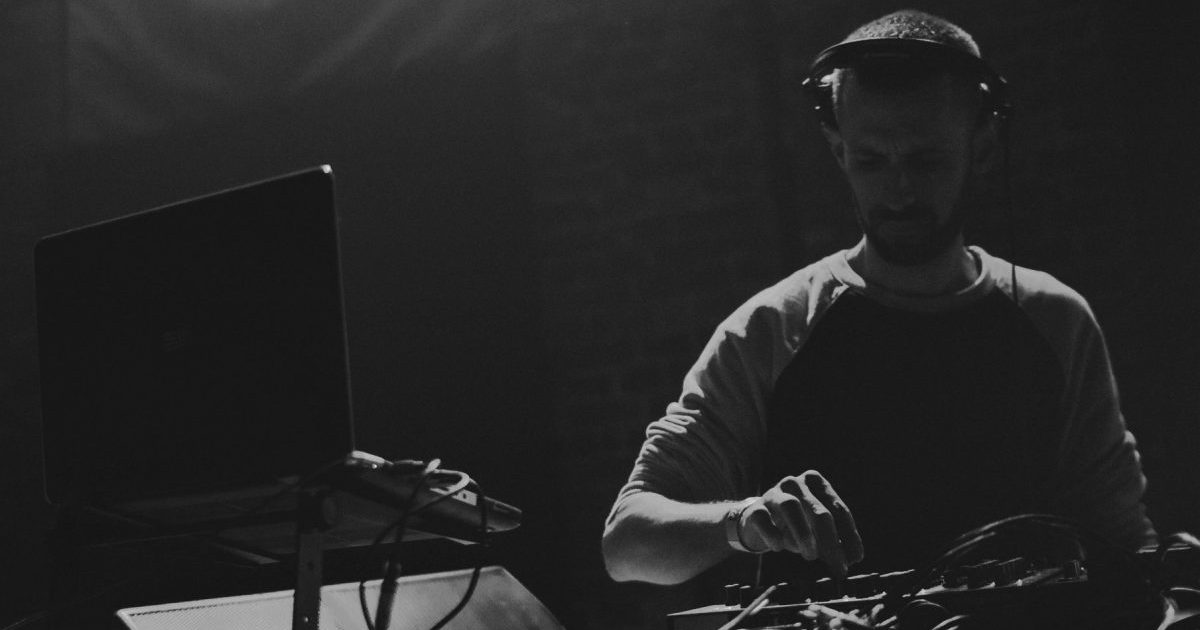 """Michał Jabłoński przedstawia swój pierwszy ambientowy album pt. """"Dark Matter"""""""