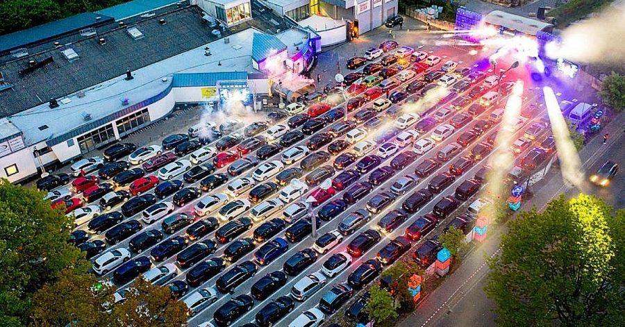 Drive-in rave. W Niemczech ruszają samochodowe imprezy