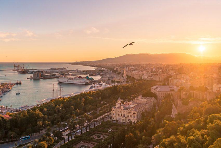 Hiszpania ponownie zacznie przyjmować turystów i otworzy dla nich kluby