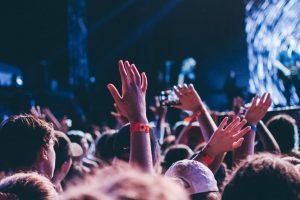 Ile pieniędzy straciła światowa branża koncertowa przez koronawirusa?