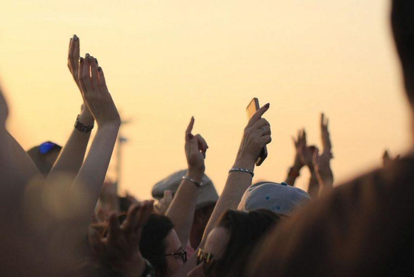 Nielegalny rave we Francji na 10 tysięcy osób został rozbity przez policję