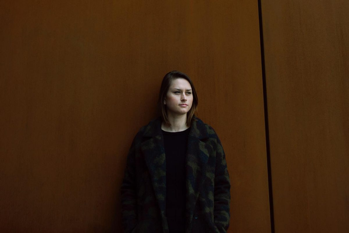 """Olivia przedstawia """"Smoking Cage"""" i zapowiada najnowsze EP"""