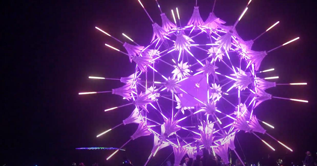 Jedna z instalacji zamontowanych na terenie festiwalu Burning Man