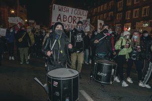 """""""Techno Blokady"""". Wsparcie kobiet poprzez demonstracje z muzyką elektroniczną w tle"""