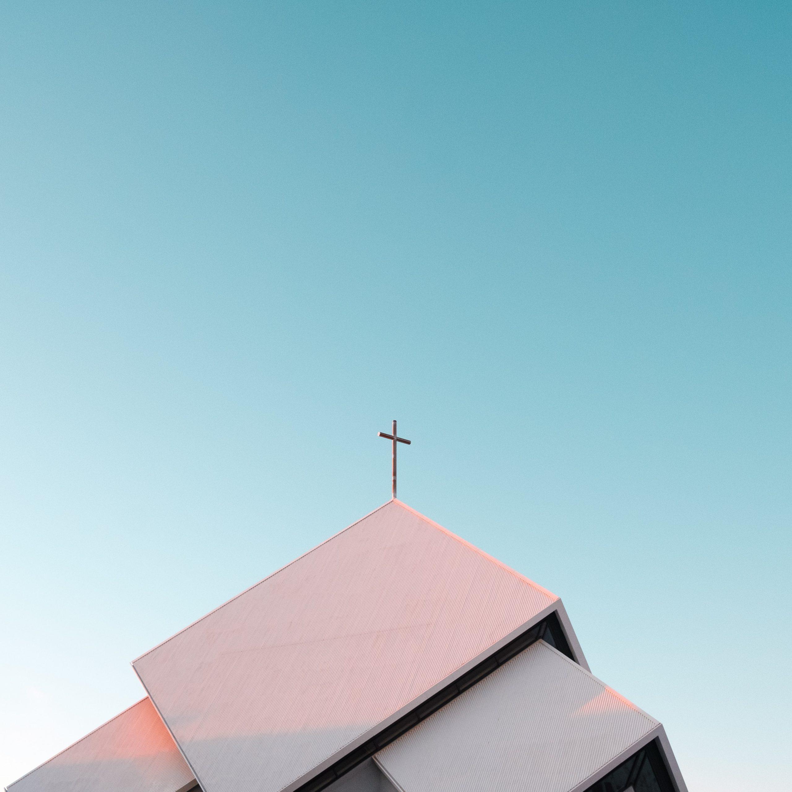 Ograniczenia w sklepach, kościoły pozostają otwarte, obostrzenia