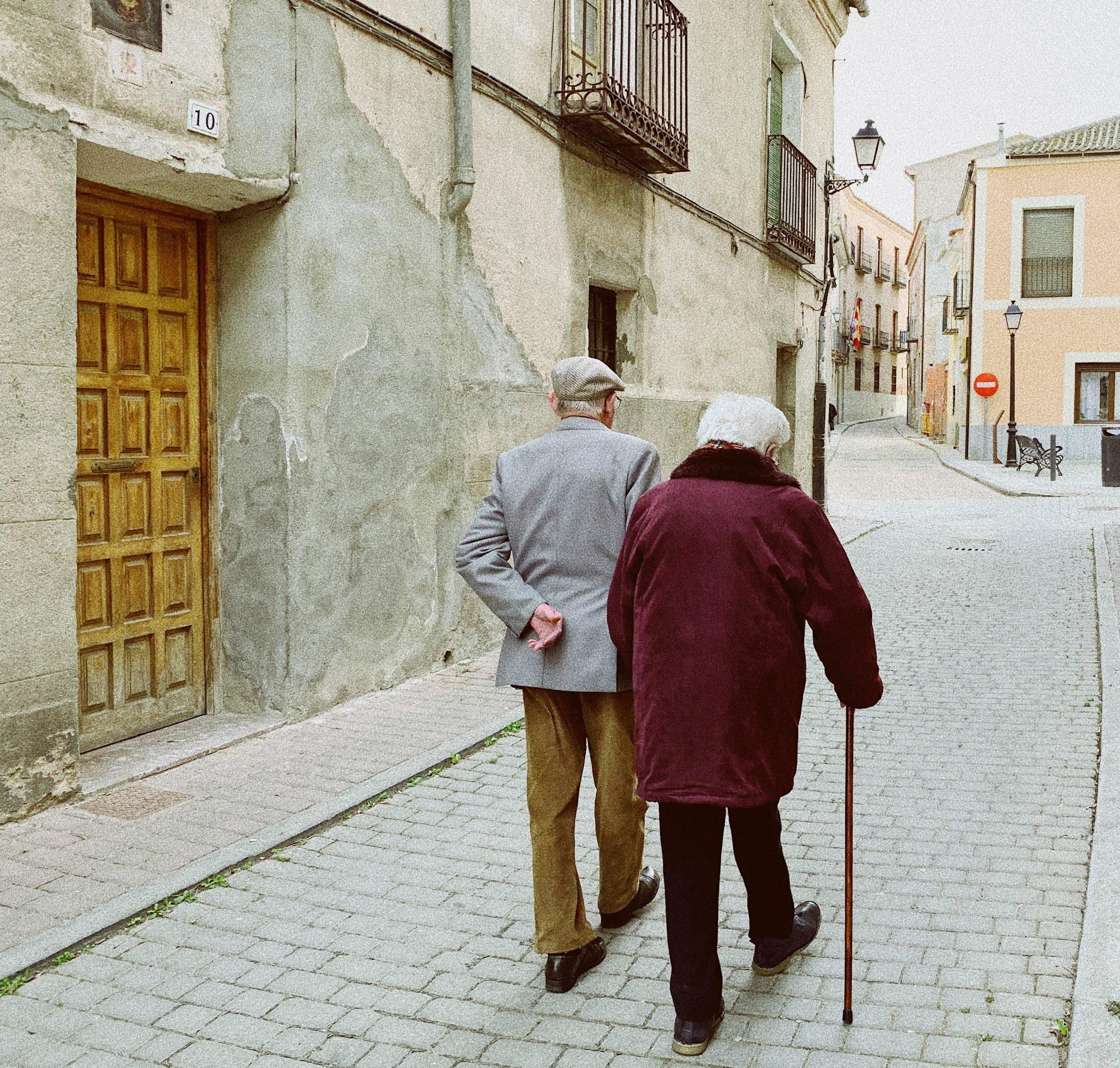 osoby powyżej 70. roku życia mają pozostać w domach, obostrzenia