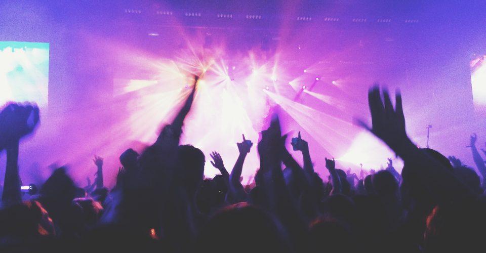 nielegalne imprezy wystartowały! W klubach w całej Polsce bawią się tłumy