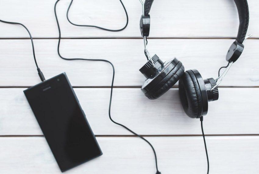 Muzycy protestują na całym świecie przed siedzibami Spotify. Jakie są ich żądania?