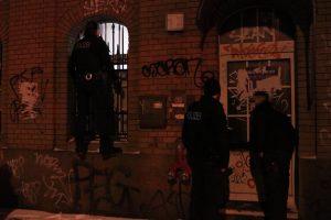 """""""Niewinny"""" donos i brawurowa interwencja w Berlinie"""