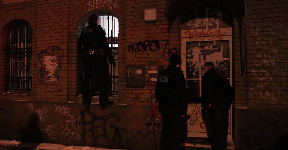 Policja przyjechała rozbić imprezę w Berlinie