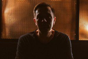 """Leon: """"Kult roli DJ-ów ponad producentami jest lekko kłopotliwy"""" [wywiad]"""