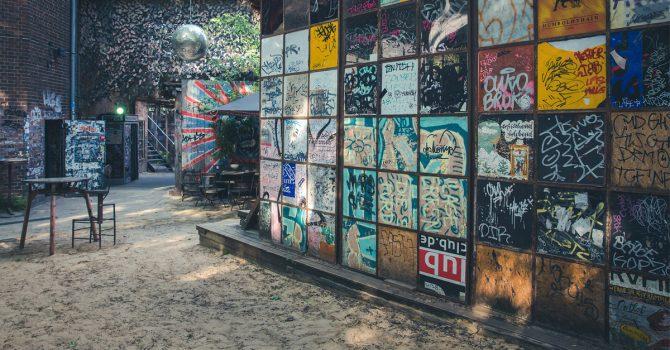 Puste lokale, pusty Berlin. Zmierzch klubowego życia na fotografiach Marie Staggat