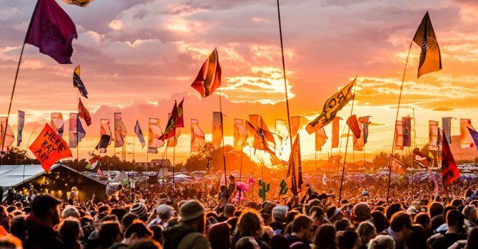W Wielkiej Brytanii kolejne miliony idą na festiwale. I pewnie nie ostatnie