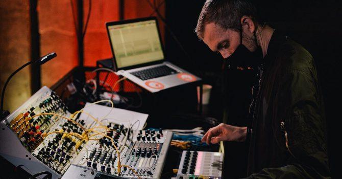 Specyficzny koncept i włoski remiks na nowej płycie Michała Wolskiego