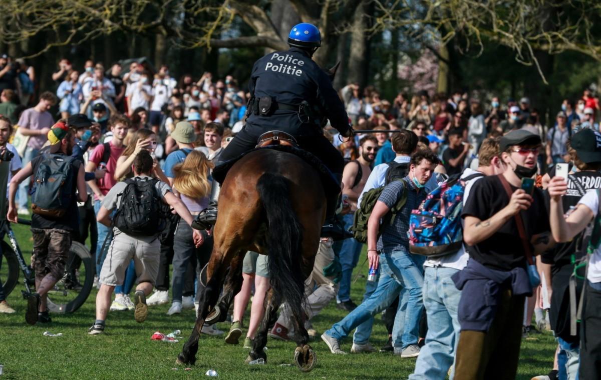 Policja bezlitosna dla festiwalowiczów