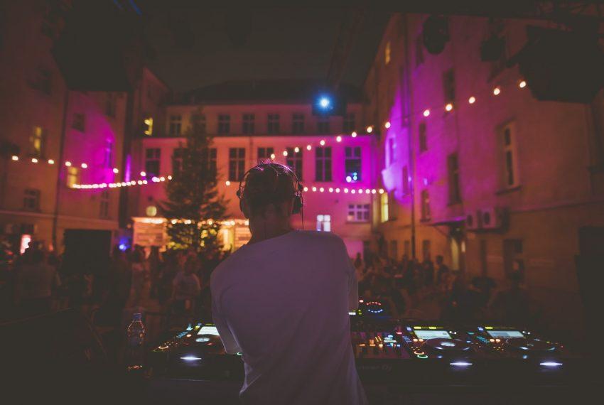 Weekendy na Nocnym Targu Towarzyskim: nie ma to jak impreza co tydzień