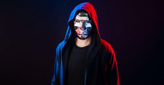 Zamaskowany Kuba Sojka jako Poly Face rusza na podbój sceny electro