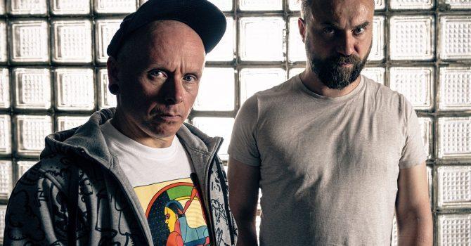 Szum & Fykes przekładają PJ Harvey na swoje własne brzmienie