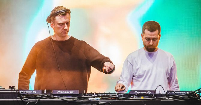 """Niechaj """"Glue"""" wybrzmi na żywo. Duet Bicep wystąpi w Polsce w formule live"""