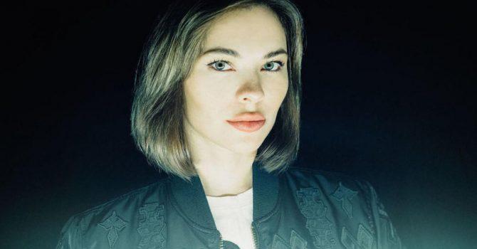 "Nina Kraviz prezentuje klip do utworu ""Skyscrapers"""