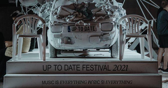 Rzuć okiem na fotorelację Up To Date Festival 2021 naszego autorstwa. Bo warto