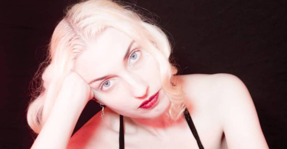 Molly Nilsson - wycofana królowa sceny