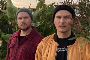 Bracia Sarapata idą jak po swoje, wypuszczając trzeci singiel debiutanckiego albumu