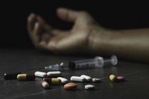 Fentanyl, opioidy i stymulanty oraz ich destrukcyjny wpływ na amerykański clubbing. Jak reaguje branża?